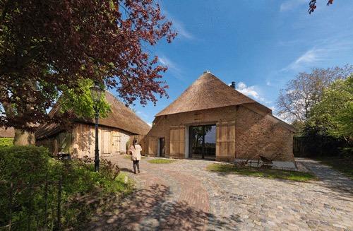 prachtige verbouwing monumentale woonboerderij
